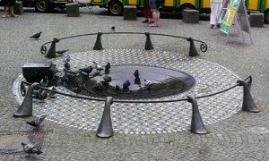 Brunnen mit Tauben