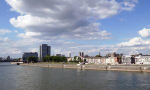 Köln Deutz mit Rhein